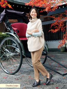 シンプル茶系コーデの羽田美智子