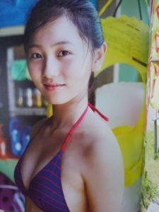 紫ボーダー水着の工藤綾乃