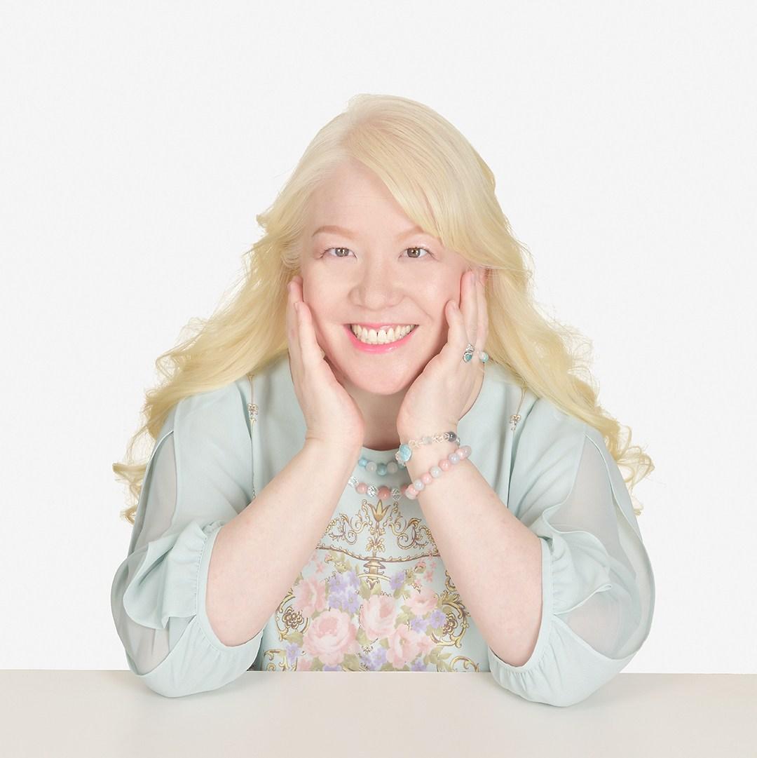 アルビノ日本人女性で芸能人アイドル キャサリン!画像
