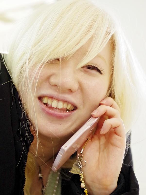 メイクもバッチリ!アルビノ日本人女性の舞さん!画像