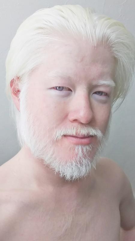 余りにも外国人の老紳士に見えて、似合いすぎて困るからひげを辞めちゃった!